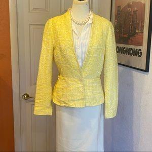 Vintage yellow blazer w beautiful button
